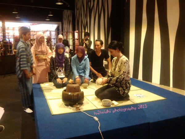 prosesi upacara minum teh